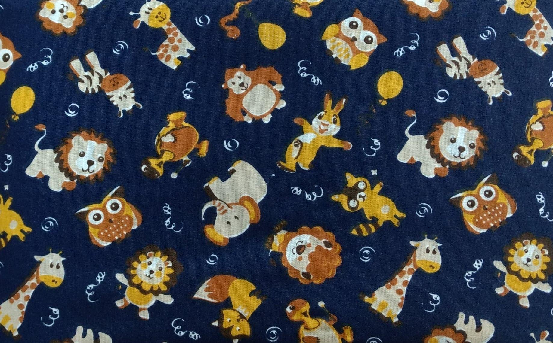 Tecido Tricoline Bichinhos: Macaco, Leão, Coruja, Raposa, Zebra, Girafa, Coelho, Guaxinim e Tartaruga - Fundo Azul Marinho
