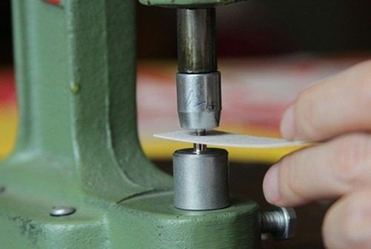 Máquina Manual Balancim - Nº 7 Graziano de Forrar e Pregar Botão de Pressão