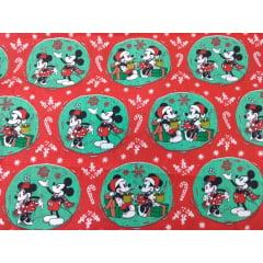 Tecido Tricoline Mickey And Minnie Christmas - Fundo Verde e Vermelho - Coleção Disney - Mickey Natal - Preço de 50 cm x 150 cm