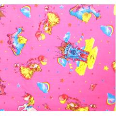 Tecido Tricoline Mundo Encantado: Princesa, Castelo, Unicórnio e Dragão - Fundo Rosa Pink - Preço de 50 cm x 150 cm